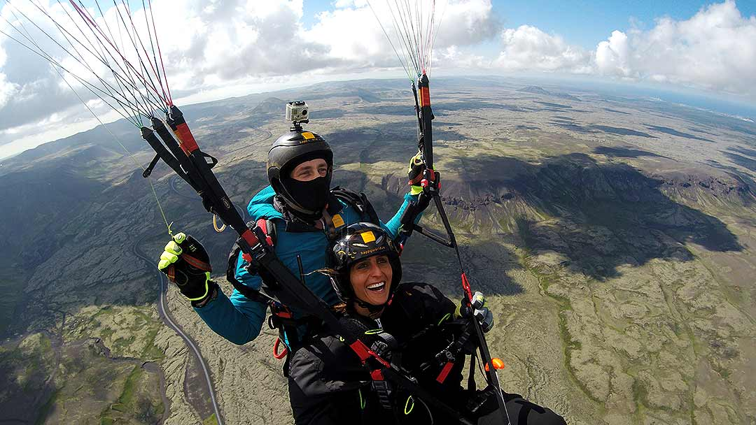 Paragliding-Reykjavík-Lava-Fields-Happyworld- Gjafabréf í svifvængjaflug