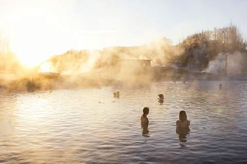 Iceland-golden-circle-secret-lagoon-gullfoss-geysir-Happyworld