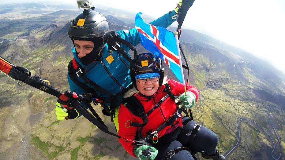 Paragliding-Reykjavík-Iceland-Flag-Happyworld- Gjafabréf í svifvængjaflug
