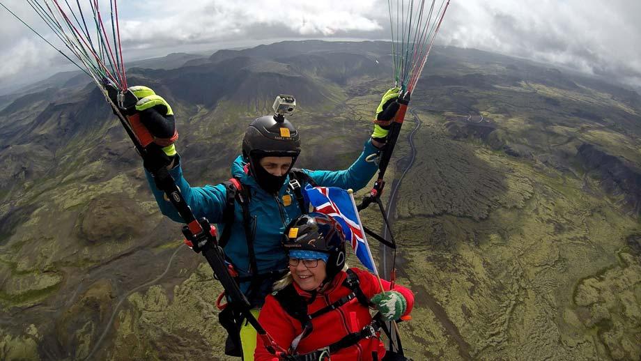 Paragliding-Reykjavík-Iceland-Flag-Happyworld